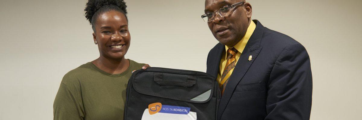 Statenvoorzitter Millerson krijgt laptoptas