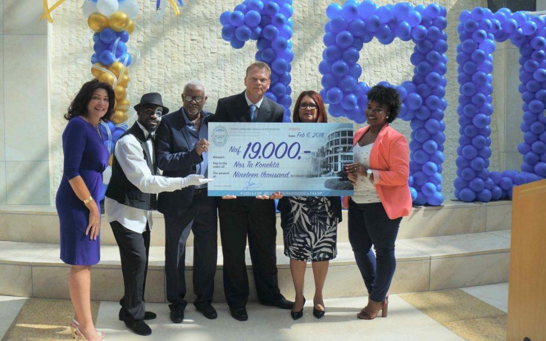 Nos Ta Konektá krijgt cheque van de Centrale Bank van Curaçao en Sint Maarten